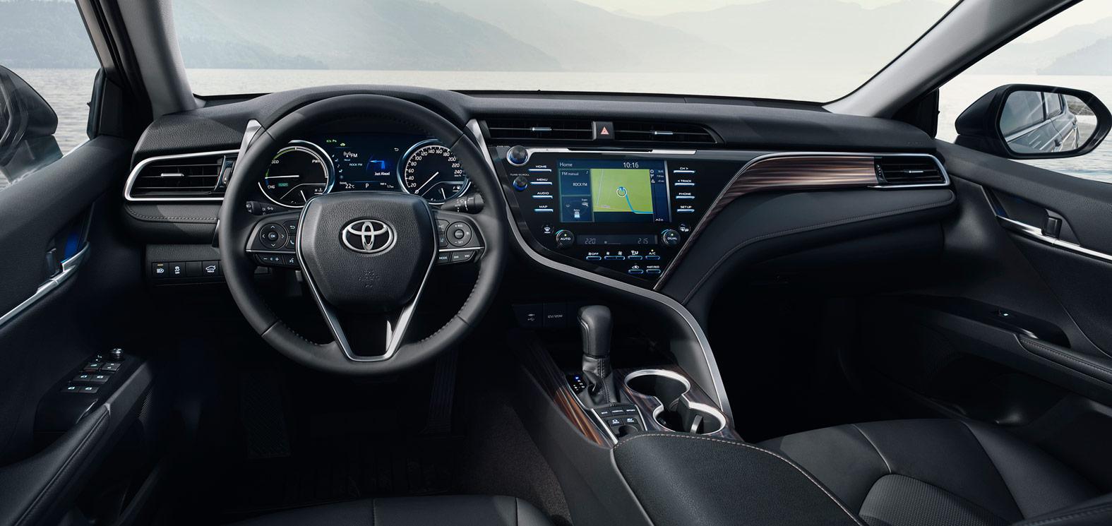 Toyota Camry Hybrid műszerfal