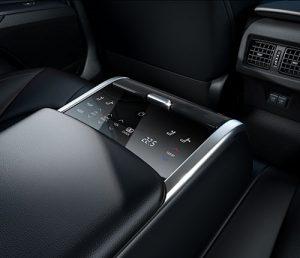 Toyota Camry - klímavezérlő a hátsó ülésnél